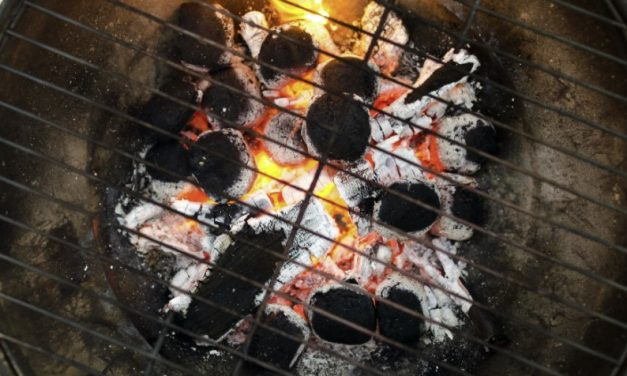 How To Keep A Charcoal Grill Hot?